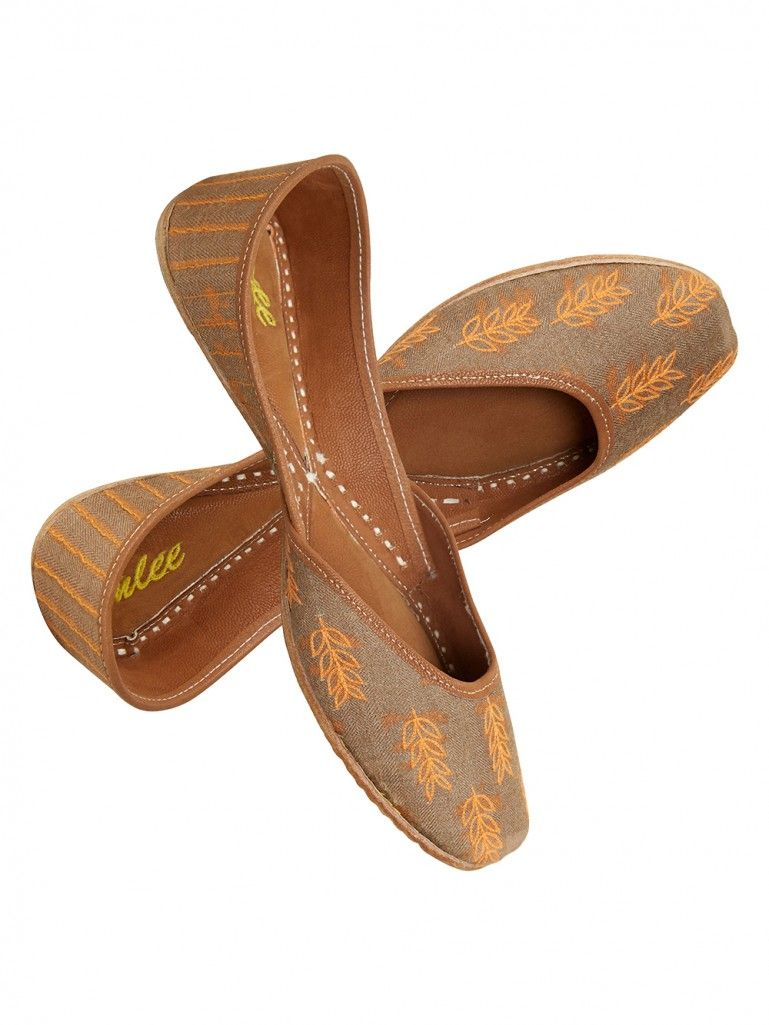 Brown Embroidered Leather Mojari