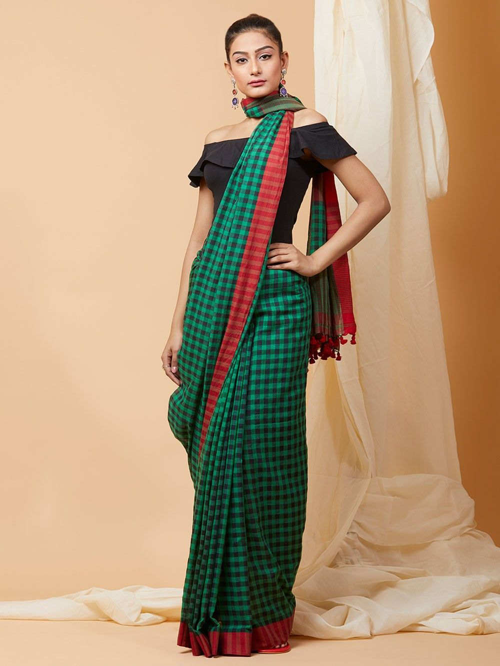 44dddb0761e09 Buy Green Red Checkered Cotton Saree online at Theloom