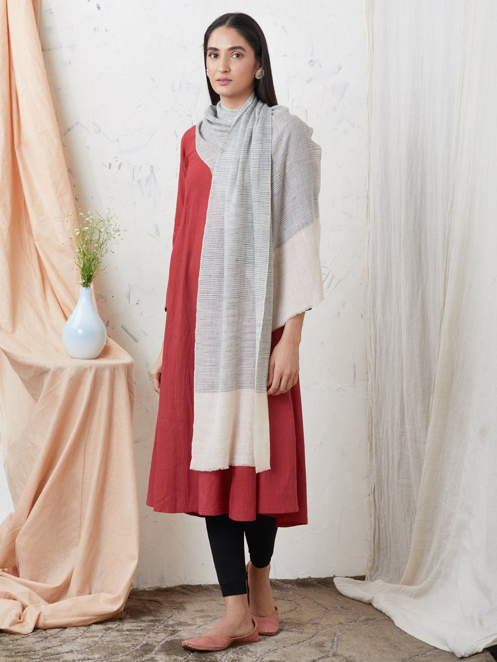 d4eaae15c9 Buy Blue White Handwoven Cashmere Pashmina Stole online at Theloom