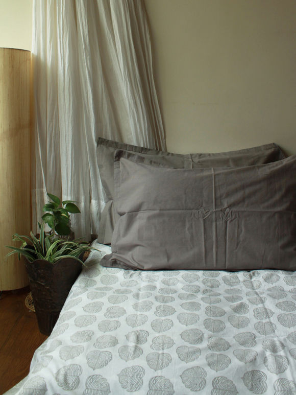 White Grey Hand Block Printed Cotton Bed Sheet with Pillow Covers