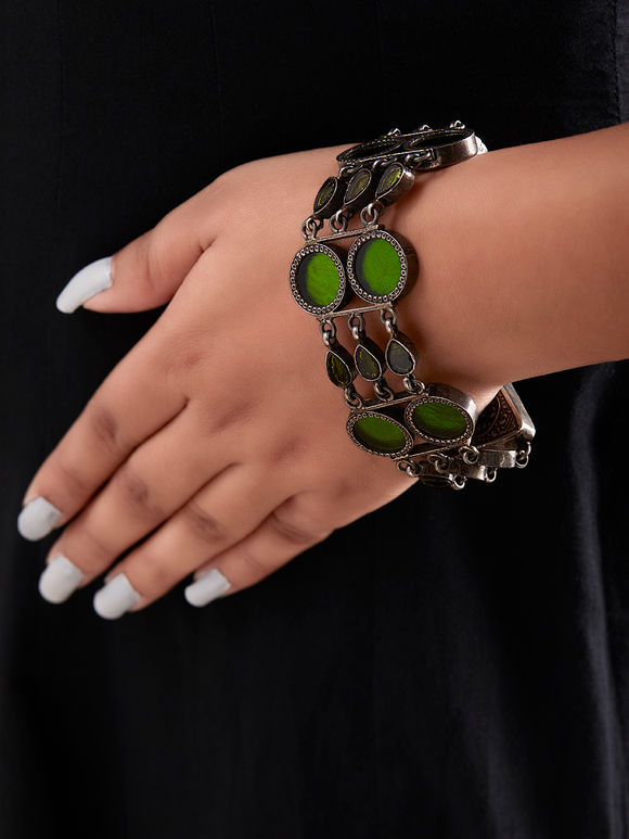 Green Handcrafted Circle Triangle Silver Bracelet