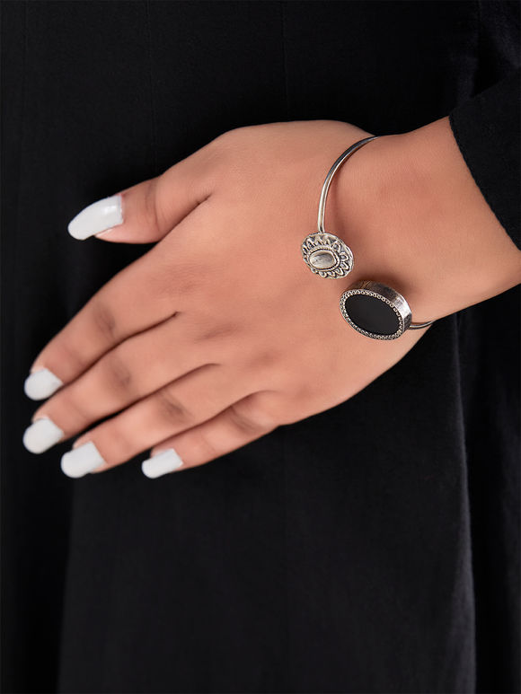 Black Handcrafted Oval Cuff Silver Bracelet