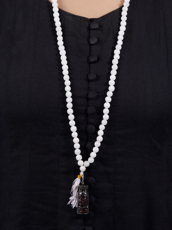White Handcrafted Agate Stones Necklace