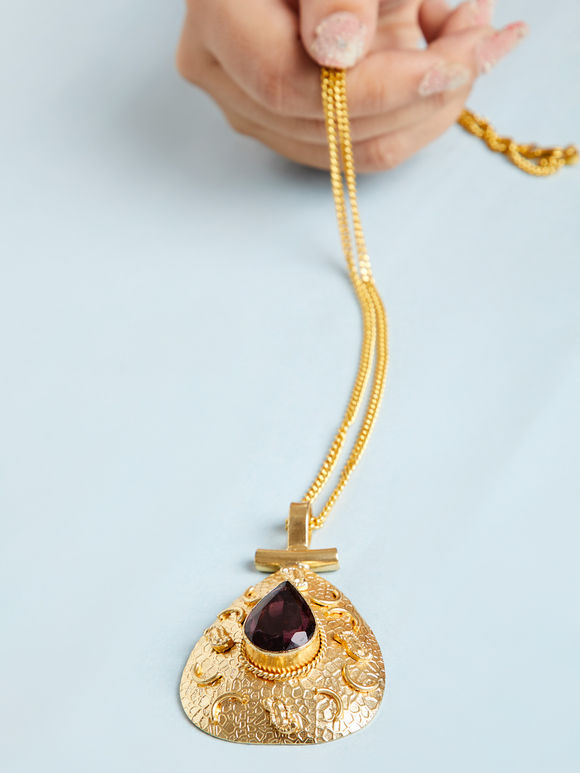 Gold Toned Wine Natural Stone Metal Pendant Necklace