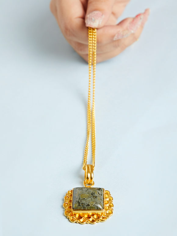 Gold Toned Green Natural Stone Metal Pendant Necklace