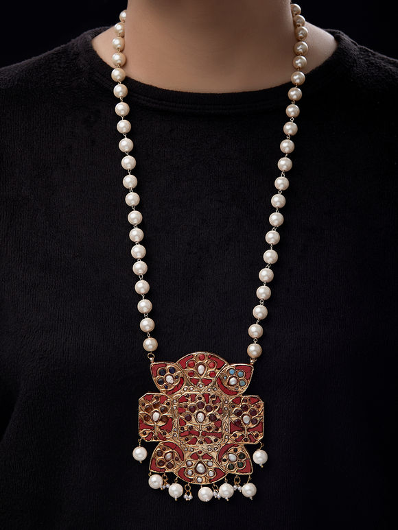 Red White Pearls Metal Pendent Necklace